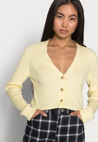 Missguided Petite - CROP CARDIGAN - Cardigan - pale yellow - 3