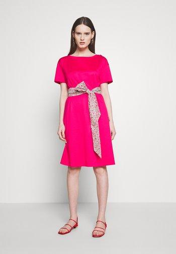 BORNEO - Jersey dress - shocking pink