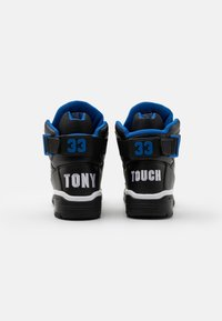 Ewing - 33 X TONY TOUCH - Baskets montantes - black/princess blue/white - 2