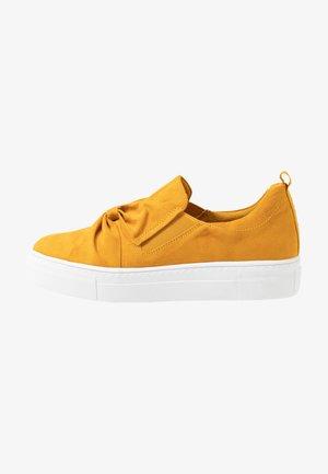 Slippers - saffron