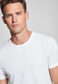 JOOP! - 2 PACK  - Basic T-shirt - white - 4