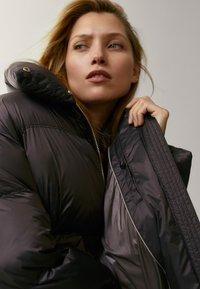 Massimo Dutti - OVERSIZE-STEPPJACKE - Winter jacket - brown - 6