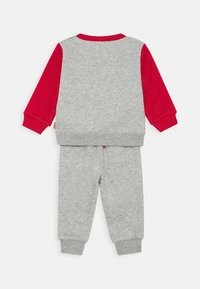 Levi's® - COLORBLOCK CREW JOGGER SET - Trainingspak - grey heather - 1