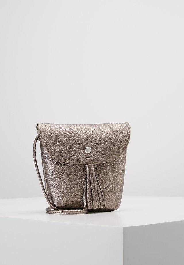 IDA - Across body bag - altsilber