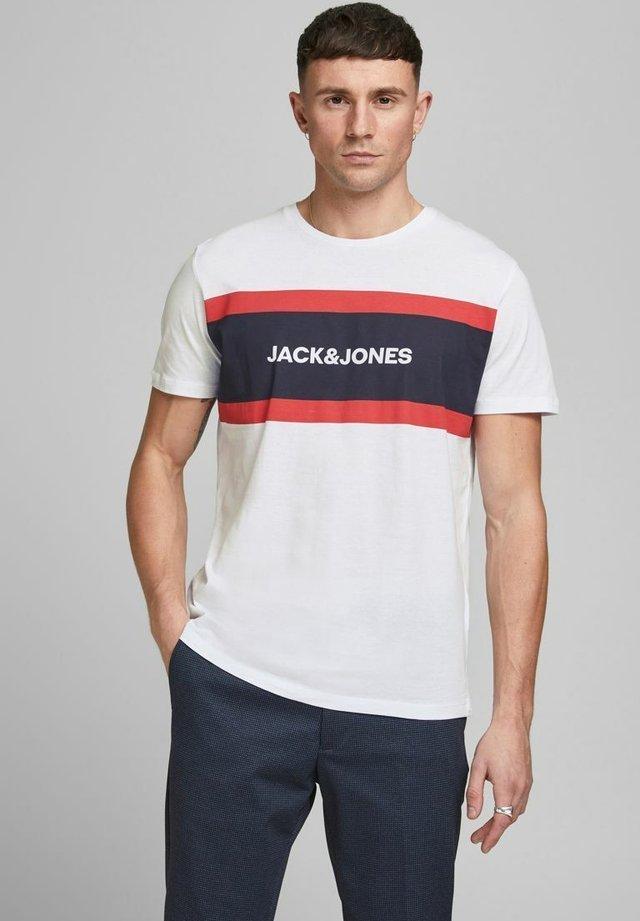 SHAKE TEE CREW NECK - Camiseta estampada - white