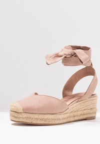 Tamaris - Platform sandals - pepper - 4