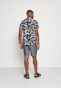 Casual Friday - PERSEY - Shorts - navy blazer - 2
