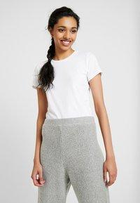 ONLY Tall - ONLPURE LIFE O NECK 2 PACK - Basic T-shirt - black/bright white - 1