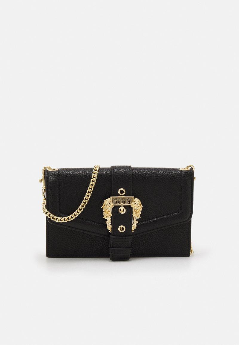 Versace Jeans Couture - GRANA BUCKLE CROSSBODY - Skulderveske - nero