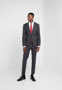 HUGO - ARTI HESTEN - Suit - dark grey - 1