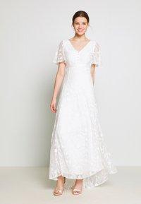 YAS - YASANASTASIA TRAIN DRESS - Suknia balowa - star white - 1