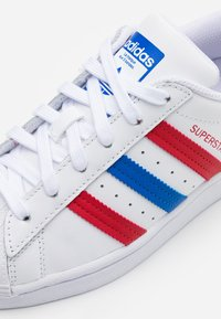 adidas Originals - SUPERSTAR SPORTS INSPIRED SHOES UNISEX - Trainers - footwear white/blue/scarlet - 5