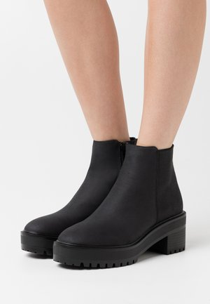 VMMELBA BOOT - Platform ankle boots - black/plain