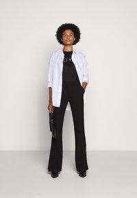 HUGO - DENNA - Camiseta estampada - black/silver - 1