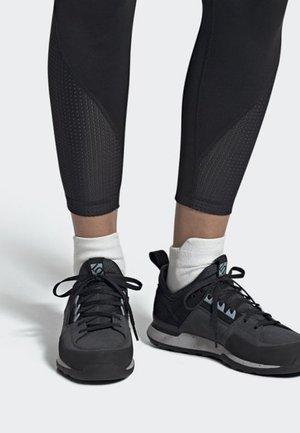FIVE TENNIE SHOES - Hiking shoes - grey