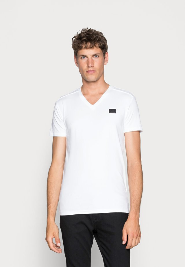 SPORT V-NECK WITH METAL PLAQUETTE - Basic T-shirt - bianco