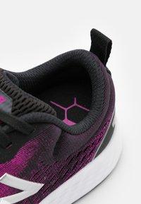 New Balance - WARIS - Zapatillas de running neutras - purple/black - 5