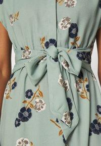 Vero Moda - VMFALLIE LONG TIE DRESS - Skjortekjole - green milieu - 4