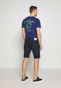 TOM TAILOR DENIM - REGULAR FIT - Shorts vaqueros - blue/black denim - 2
