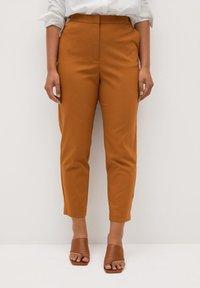 Violeta by Mango - CORE - Trousers - karamel - 0