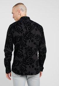 Twisted Tailor - VICTORY - Skjorta - black - 2