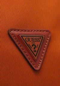 Guess - QUARTO UNISEX - Batoh - orange - 3