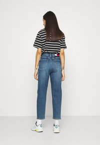 Tommy Jeans - MOM JEAN - Relaxed fit jeans - mid blue denim - 2