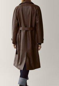 Massimo Dutti - Trenchcoat - brown - 1
