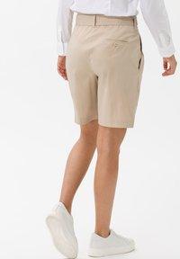 BRAX - STYLE MILLA B - Shorts - warm sand - 2