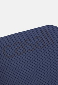 Casall - LIGHTWEIGHT TRAVEL MAT 4MM UNISEX - Fitness / Yoga - dark blue grey - 2