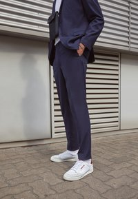 adidas Originals - CONTINENTAL 80 SPORTS INSPIRED SHOES UNISEX - Sneakers - footwear white/burgundy/offwhite - 2