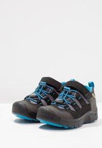 Keen - HIKEPORT WP - Hiking shoes - black/blue jewel - 2