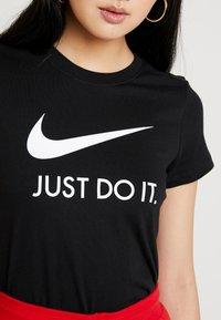 Nike Sportswear - W NSW TEE JDI SLIM - T-shirt z nadrukiem - black/white - 5