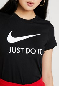Nike Sportswear - W NSW TEE JDI SLIM - Print T-shirt - black/white - 5