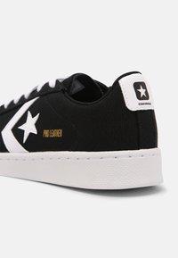 Converse - PRO LEATHER COURT UNISEX - Trainers - black/white - 4