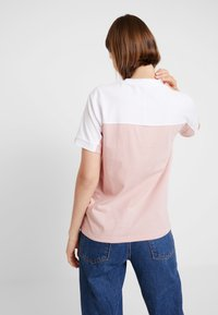 adidas Originals - TEE - Print T-shirt - white/pink spirit - 2