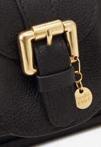 See by Chloé - LESLY LESLY BAGUETTE - Handbag - black - 3