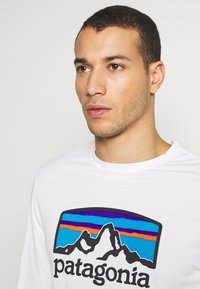 Patagonia - COOL DAILY GRAPHIC - T-shirt à manches longues - white - 3