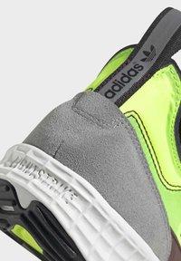 adidas Originals - SL 7200 SHOES - Trainers - black - 9