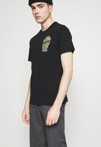 Jordan - DNA CREW - T-shirt med print - black - 4