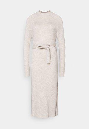 TIE WAIST DRESS - Pletené šaty - cream