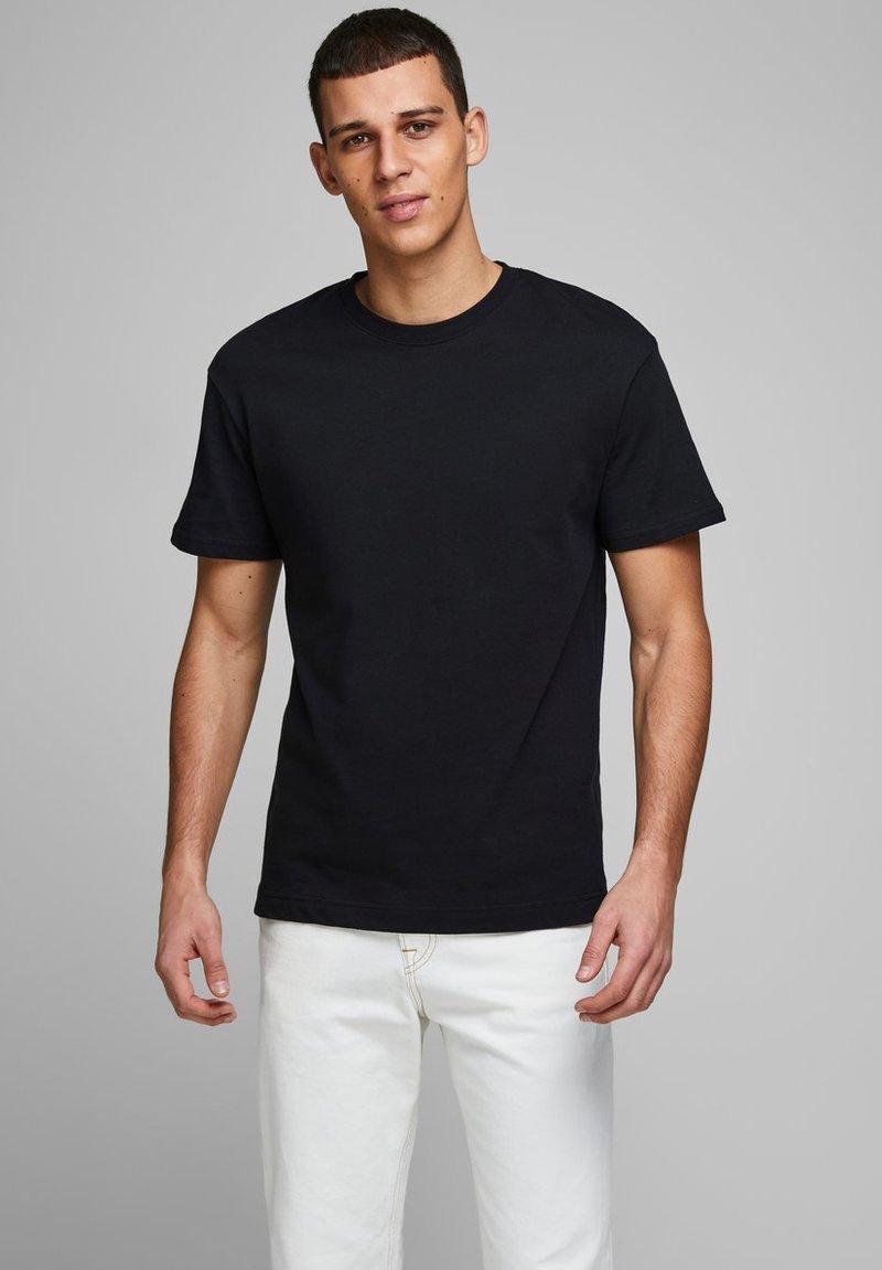 Jack & Jones - JJELIAM TEE SS CREW NECK NOOS - Basic T-shirt - black