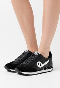 No Name - CITY RUN JOGGER - Trainers - black - 0