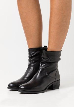 DUSTIN - Kotníkové boty - black
