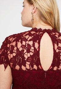 Chi Chi London Curvy - ELLA LOUISE DRESS - Cocktail dress / Party dress - wine asjoey dress - 5