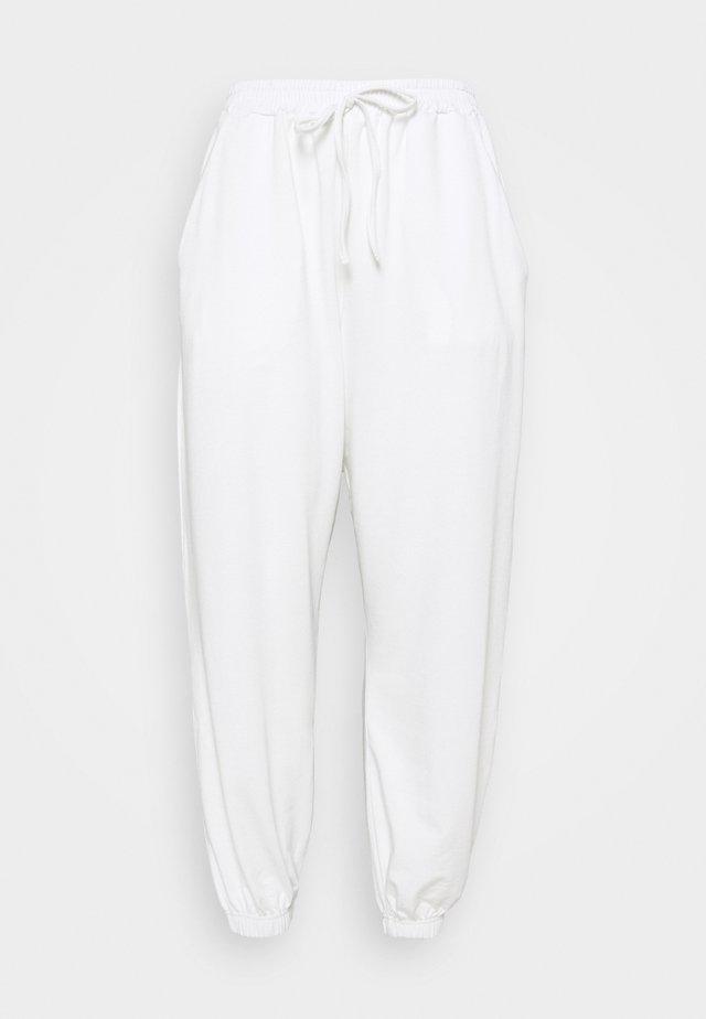 PLUS SIZE JOGGERS - Spodnie treningowe - white