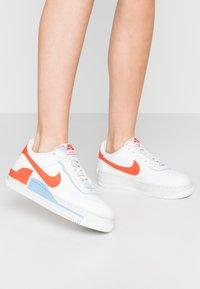 Nike Sportswear - AIR FORCE 1 SHADOW - Sneakers laag - summit white/team orange/psychic blue/white - 1