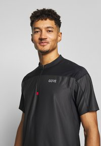 Gore Wear - ZIP - T-Shirt print - terra grey/black - 3