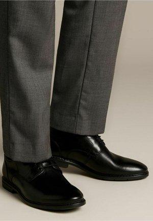 BANBURY - Smart lace-ups - black