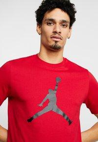 Jordan - Triko spotiskem - gym red/black - 4